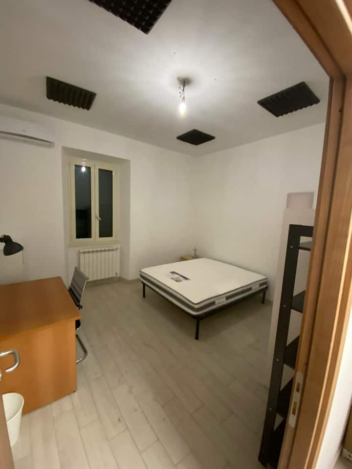 Big single room super close to Metro lineA
