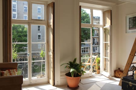 Central, secluded Regency balcony flat - near sea! - Brighton - Wohnung