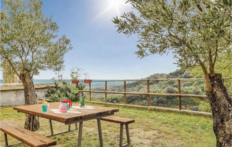 Semi-Detached with 2 bedrooms on 68m² in Badolato