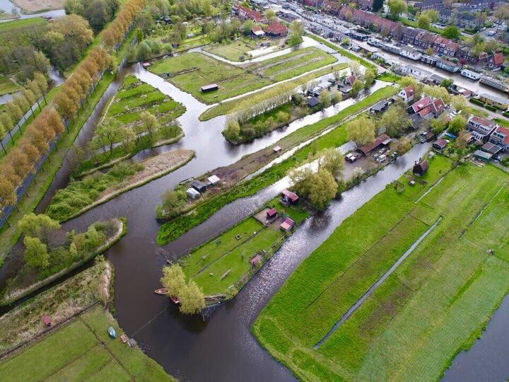 Woonboerderij op eiland dichtbij Amsterdam