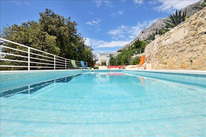 Exclusive villa with swimming pool - Mimice - Talo