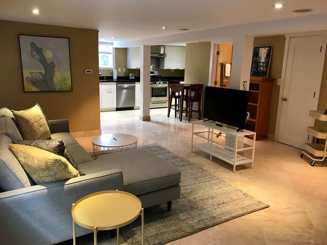 Elegant Madrona Studio Apartment close to Downtown
