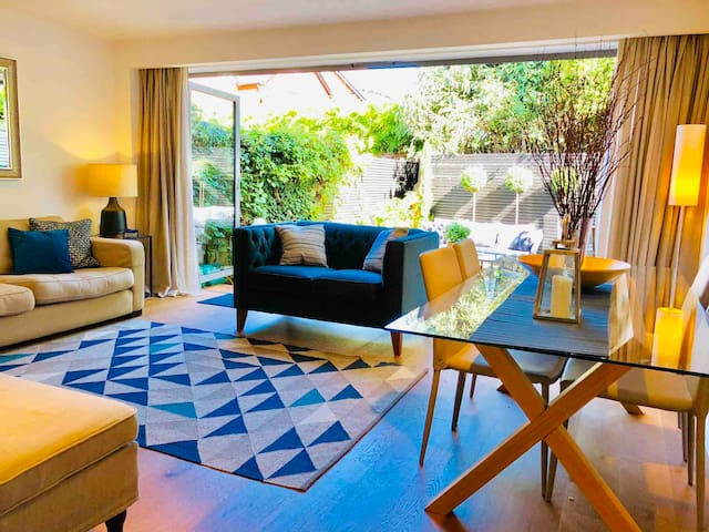 Central Marlow luxury townhouse with parking