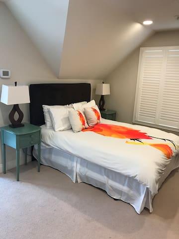 Garage Apartment Suite Retreat in Central Austin