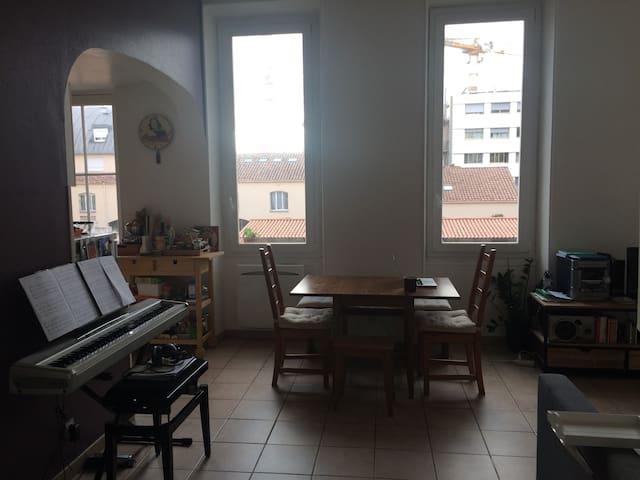 côté salle à manger - pianotage