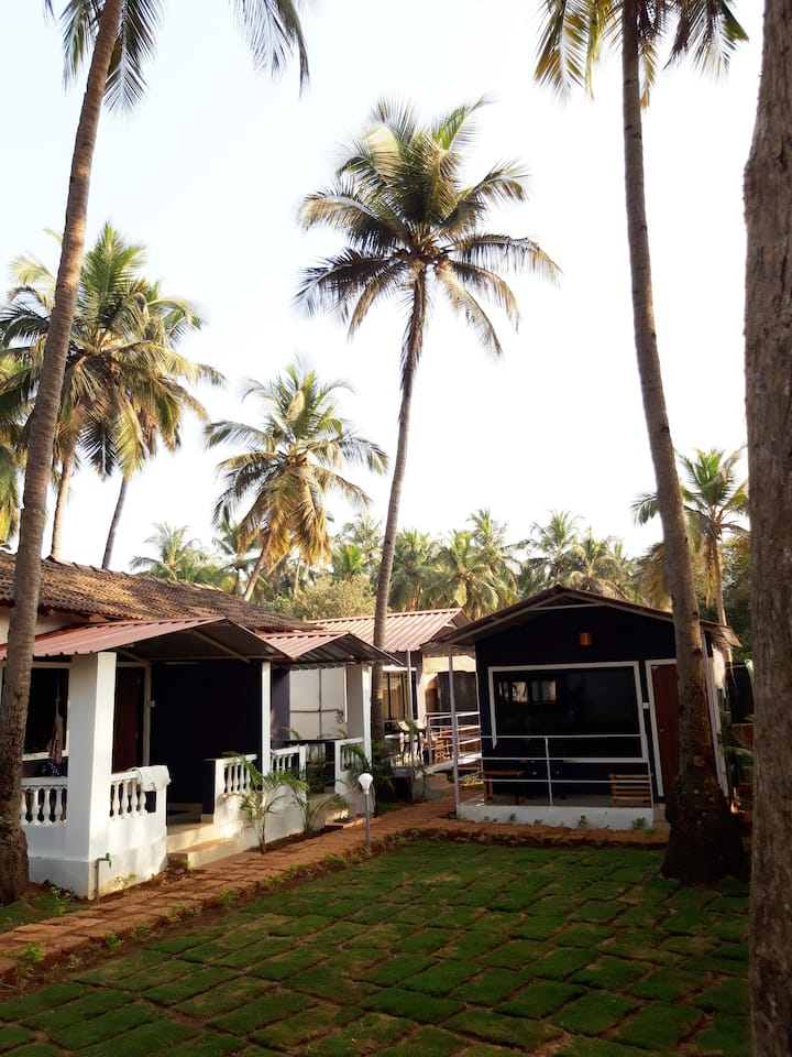 Luxurious Garden View AC Cottage Near Agonda Beach