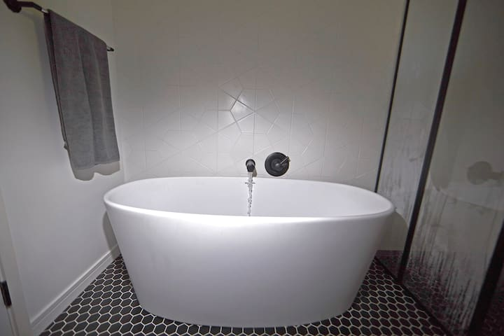 Guest bath with deep soaking tub