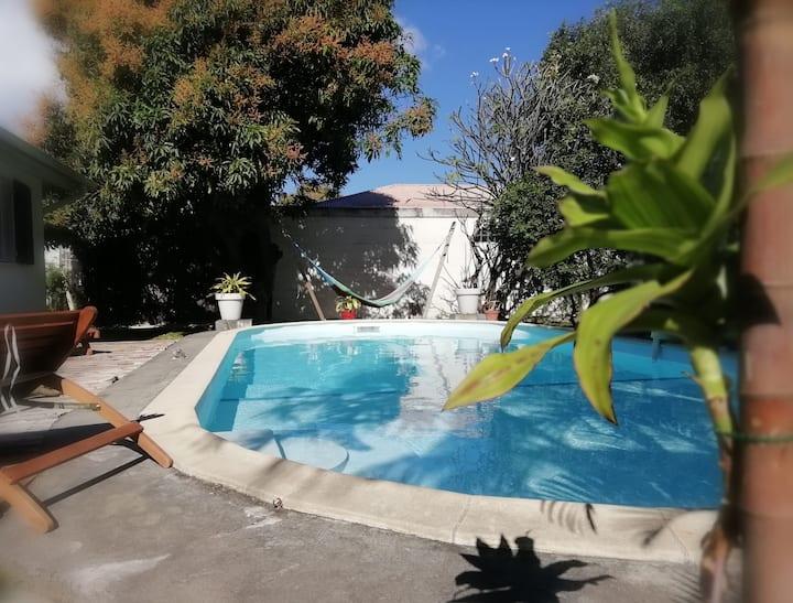 Ligne Paradis : Chambre dans Villa avec piscine