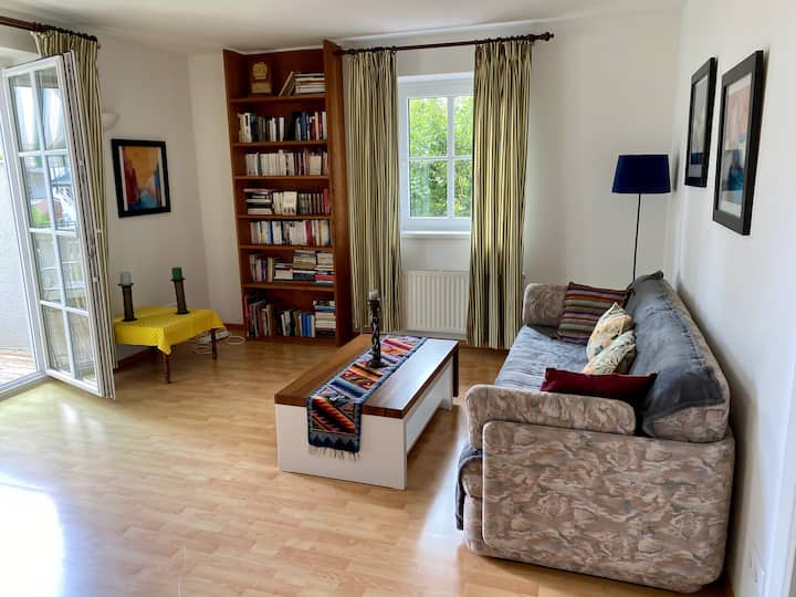 Sunny, cosy flat with parking place