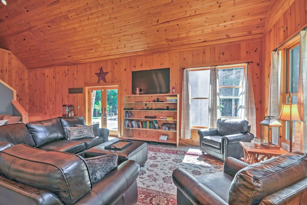 39 benner 39 s cabin in the woods 39 3br with w hot tub for Cabin rentals in maine with hot tub