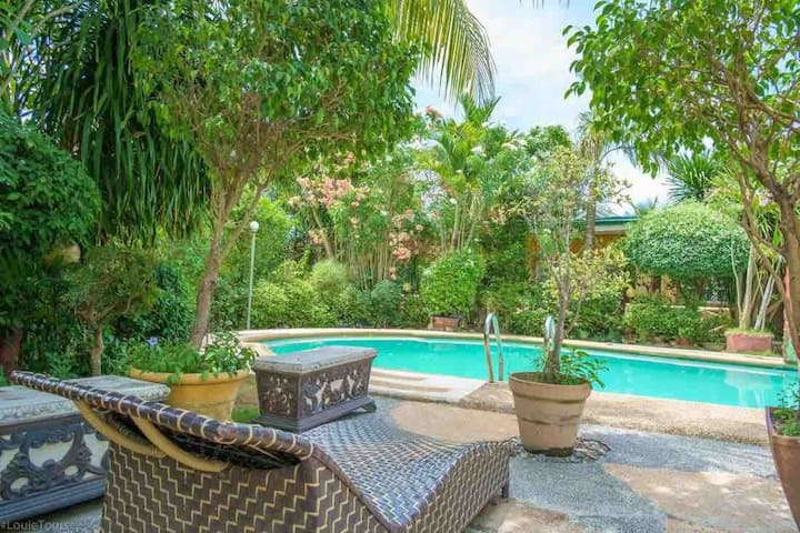 Ohana, private enclave with pool Individuals&group