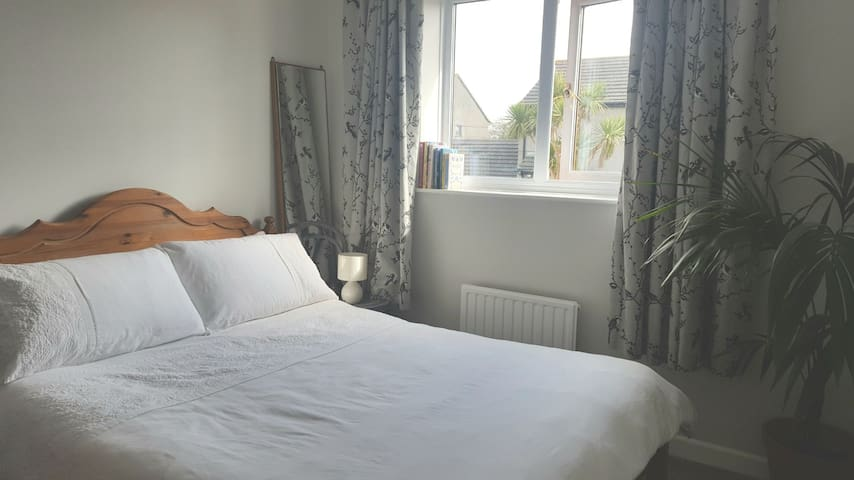 Double bedroom in family home near Hayle