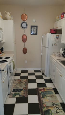 Full kitchen with staples