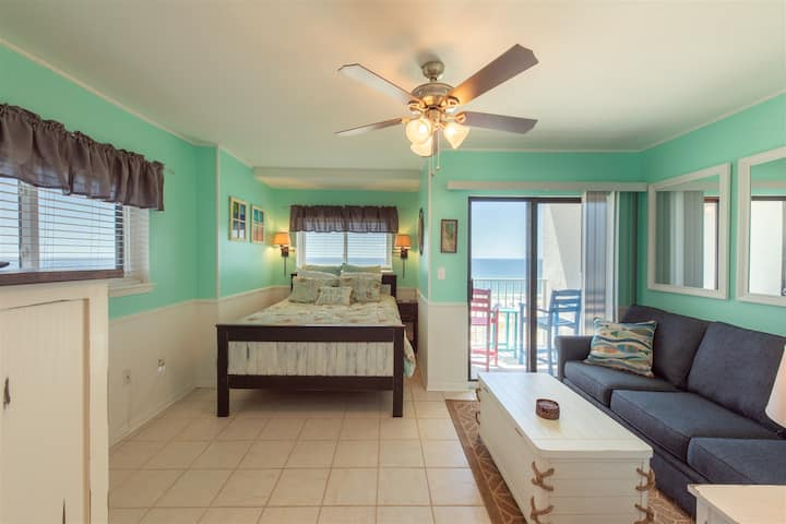 Beachfront Water View Corner Unit!