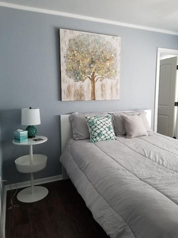 Charming and Intimate Condo in the Memorial Area