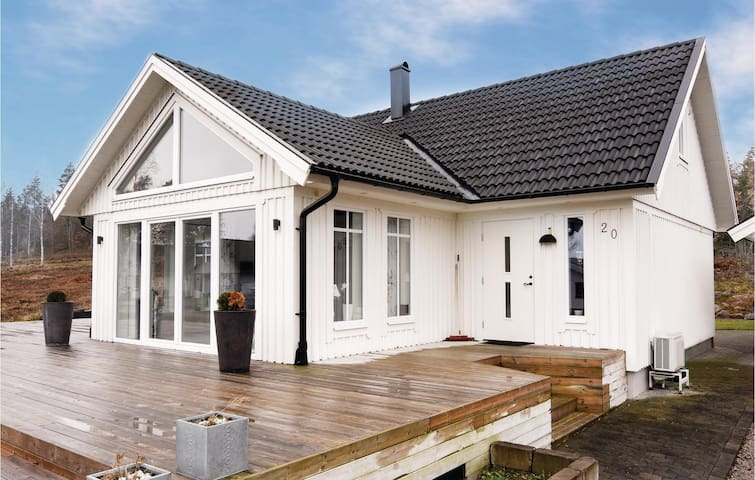Holiday cottage with 4 bedrooms on 121m² in Torsö