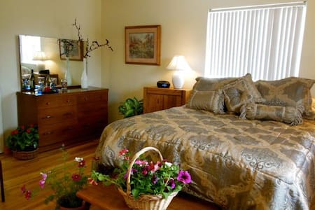 Southern Skies Quiet Master w/ Private Bath - Grass Valley - Bed & Breakfast