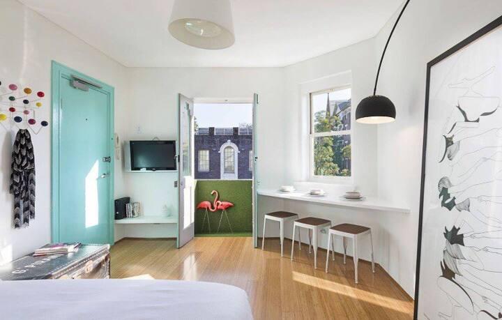 Top floor Parisian apartment in the heart of Darlo