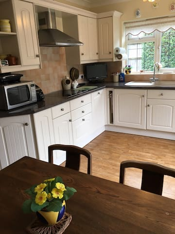 A fully equipped spacious kitchen with dining area.