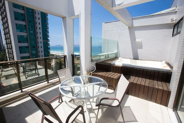 Luxury Flat with beautiful view of Barra beach