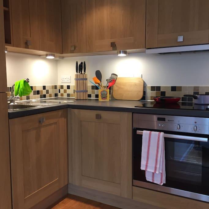 Microwave, fridge/freezer, washing machine.