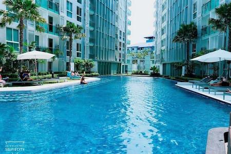 芭堤雅市中心CityCenterResidence超大泳池公寓