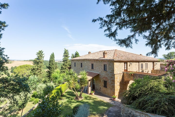 Lavish Holiday Home in Volterra with Swimming Pool