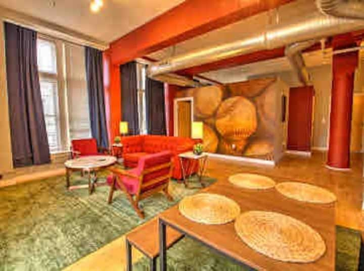 Spacious Downtown Bell Corner Loft for Four