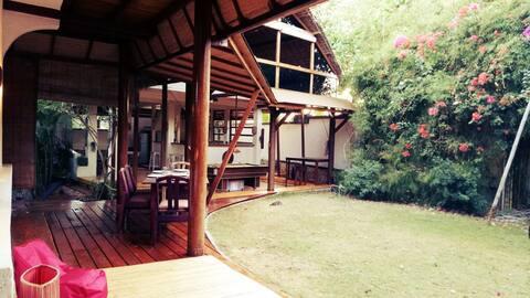 Balangan Beach Villa & Bungalow