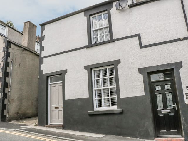 22 UPPERGATE STREET, family friendly in Conwy, Ref 982451