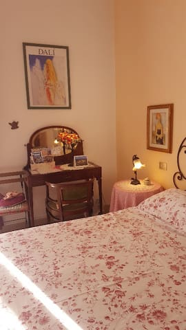 Cozy Charlotte's Room in Florence