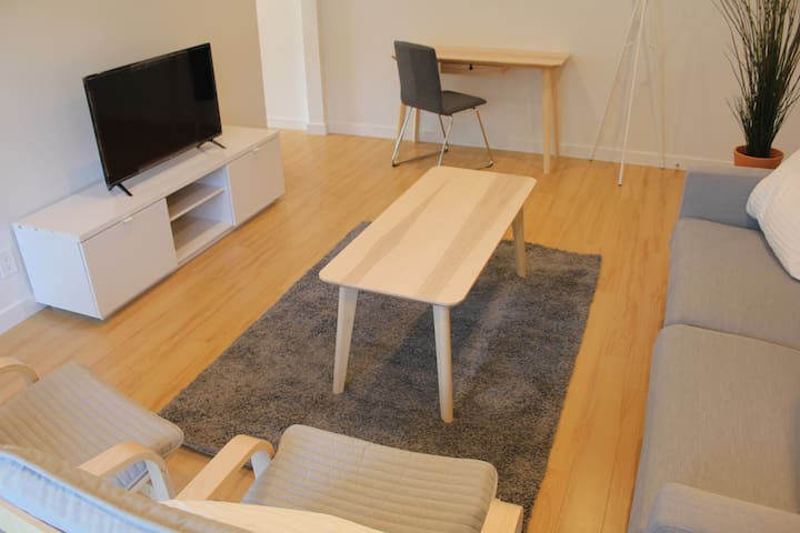 1BD/1BA Apt with fast wifi  in Brentwood by JBYT