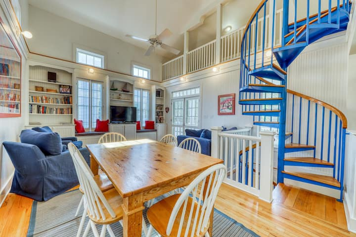 Gorgeous coastal home with spacious decks - steps to the beach & dining!