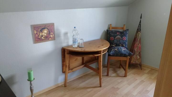 Gemütliches schönes Doppel/Einzelzimmer DG