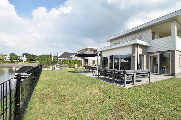 Agradable casa de vacaciones en Zeewolde cerca del golf
