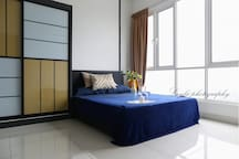 Sleep comfortably in the modern master bedroom en-suite bathroom. Spacious and fully air-conditioned with an amazing view of KL city. Fully equipped with iron and board, hair dryer, dressing table, bed lamp, full length mirror, extension wire & more