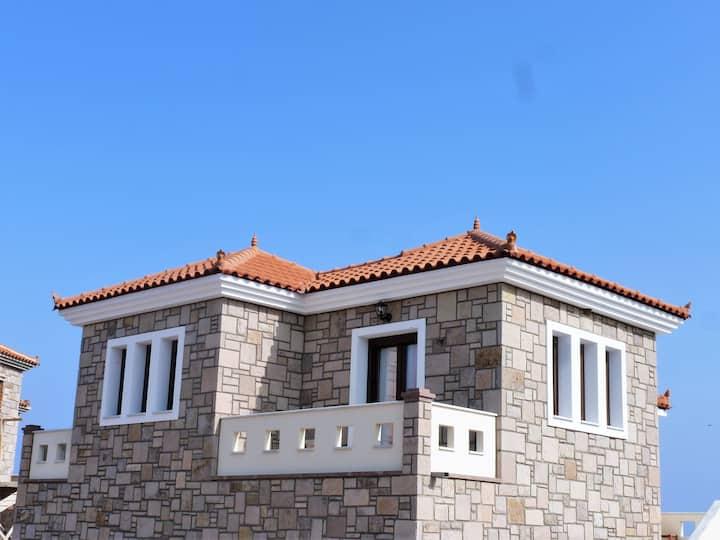 Agnanti House