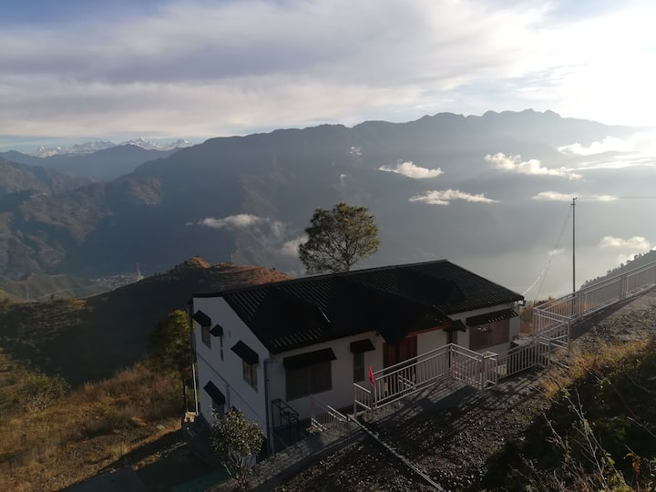Lake view Cottage in the Himalayas for Relaxation
