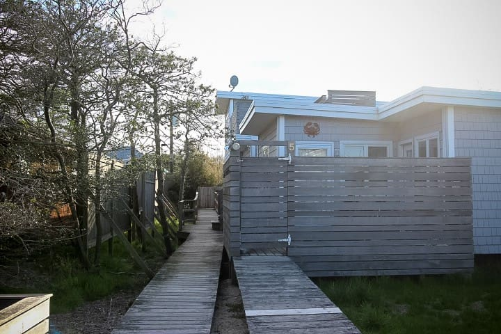 Fire Island Cottage - Your Private 2 Bedroom Oasis - Ocean Bay Park - Loma-asunto