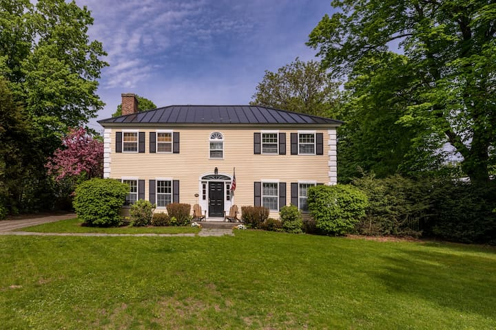 Beautiful In town home close to Dartmouth College