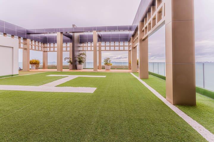 Luxury Beach Condo   Oceanfront Room w/ Netflix!