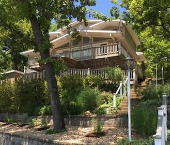Beautiful, Multi-family Lakehouse - Village of Four Seasons