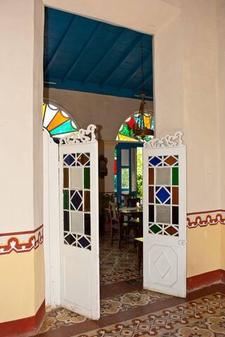 Hostal Los Vitrales, Colonial y Elegante.