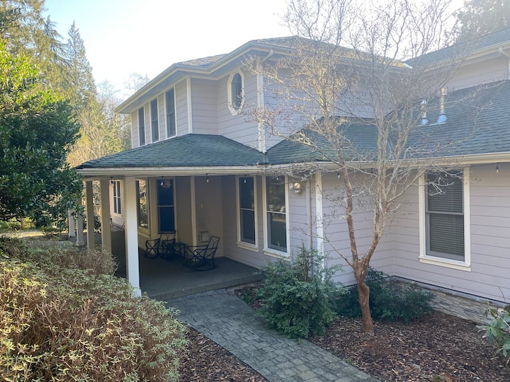 Beautiful Home w/ hot tub & 8 min from Fairhaven
