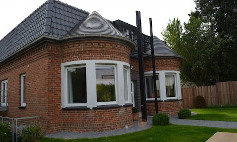 villa Lucaty Guesthouse 24 Mouscron - Moeskroen - Villa