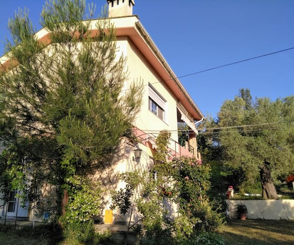 Holiday house with private garden and parking