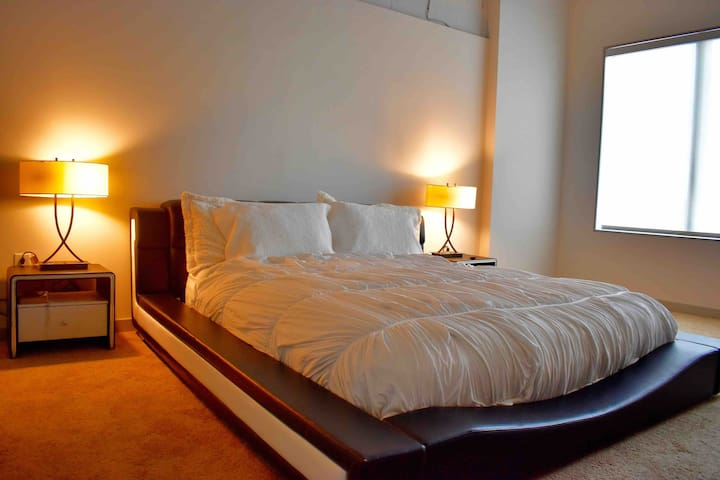 Lavishly furnished 1bedroom in midtown ATLANTA !!!