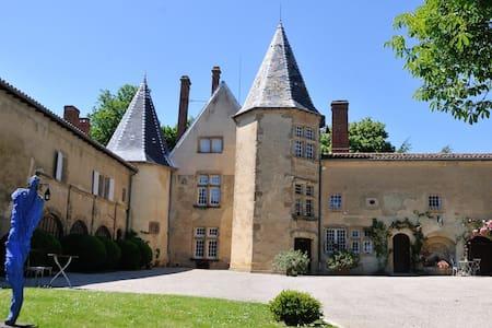 The Commandery, Bretonnière Castle - Mureils