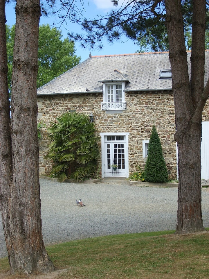 Ecurie,  comfortable gite in beautiful  gardens.