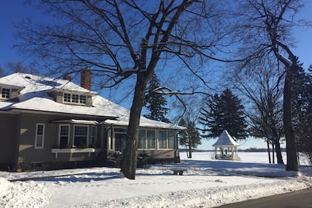Classic Lake Minnetonka Retreat 1/2 OFF 1/9-3/18 - Wayzata